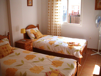 Three bedroom apartment to rent Anoreta golf Costa del Sol - Bedroom 3 - Twin