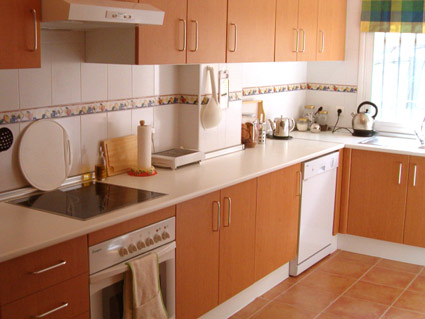 Three bedroom apartment to rent Anoreta golf Costa del Sol - Kitchen