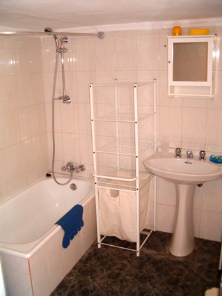 Four Bedroom House To Rent Algarrobo Costa del Sol - Bathroom