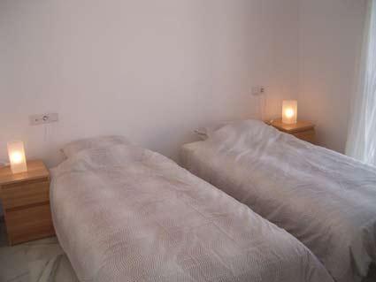 Three bedroom apartment to rent Anoreta golf Costa del Sol - Master Bedroom with en-suite Bathroom