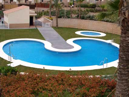 Three bedroom apartment to rent Anoreta golf Costa del Sol - Communal Pool