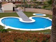 Se Alquila Apartamento con Tres Dormitorios Anoreta Golf, Costa del Sol - Piscina comun - haga clic para ver mas fotos
