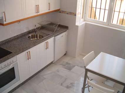 Three bedroom apartment to rent Anoreta golf Costa del Sol - Kitchen