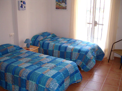 Three bedroom apartment to rent Anoreta golf Costa del Sol - Bedroom 2 - Twin