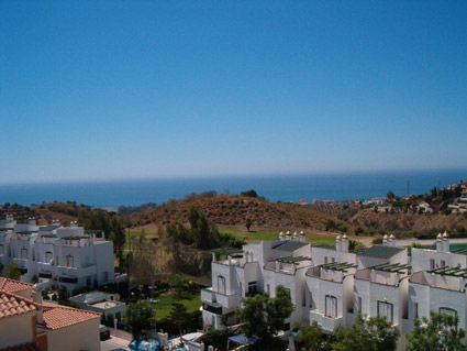 Three bedroom apartment to rent Anoreta golf Costa del Sol - Roof terrace with sea views