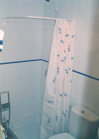 two bedroom apartment to rent anoreta golf  - Shower Room