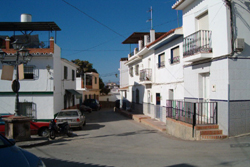 1-2 bedroom house to rent in Velez-malaga - click for details