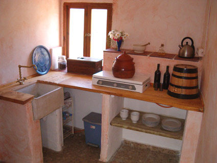 Rustic One Bedroom Apartment To Rent, near Rubite Costa del Sol, Kitchenette