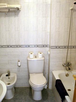 Malaga Apartment Rental, Rincon de la Victoria - Ensuite Bathroom to Master Bedroom