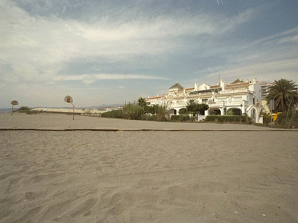 One bedroom apartment to rent Torrox Costa, Beach front location