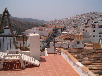 Upper roof/sun terrace and views to Torrox Pueblo